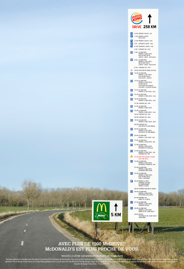 Panneau directionnel Mc Donald's vs Burger King